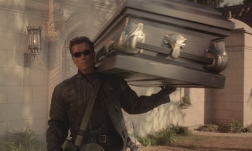 Arnold carries a coffin in Terminator 3